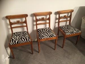 3 st zebra klädda stolar från 1850 tal
